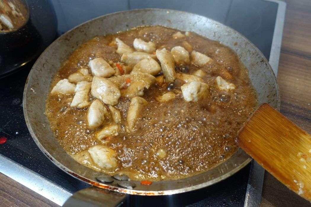 Low Carb Glasnudeln mit Huhn und Erdnüssen