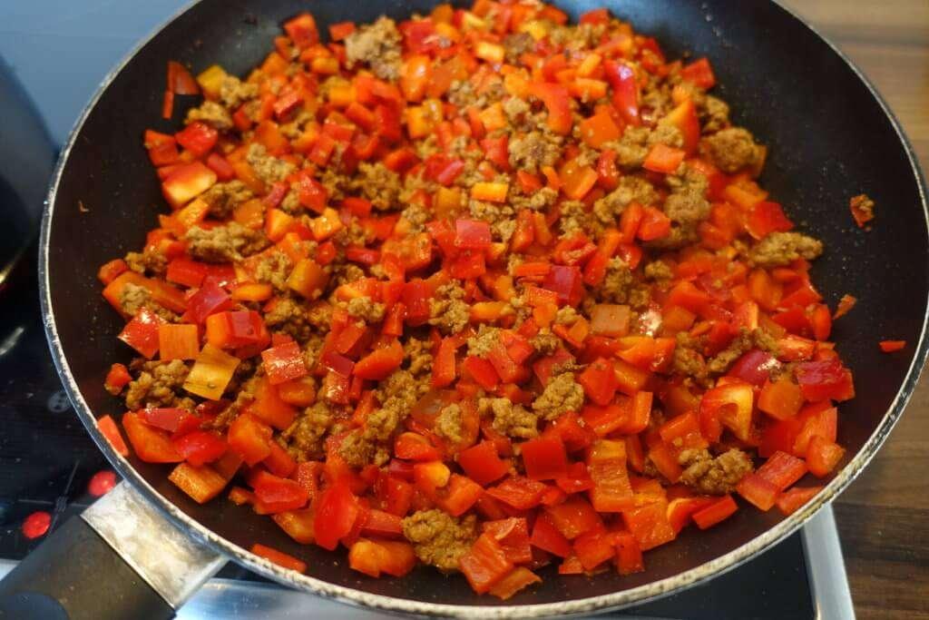 Low Carb Nudeln mit Hackfleisch und Paprika